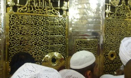 Muslims visiting tombs in order to invoke blessings
